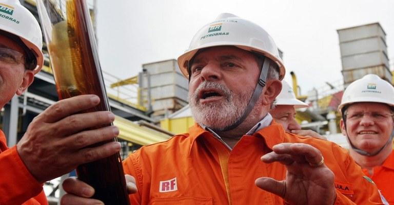 Marcos-de-Paula-Estadao-Conteudo-Luiz-Inacio-Lula-da-Silva-Petrobras-Capacete.jpg
