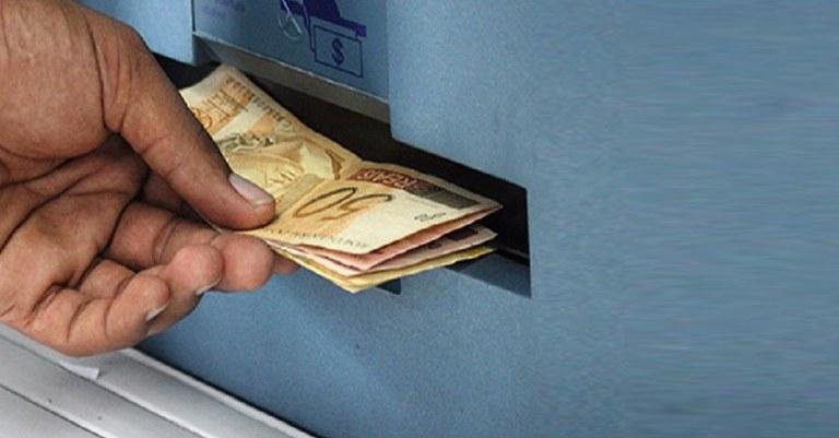 Sacando dinheiro.jpg