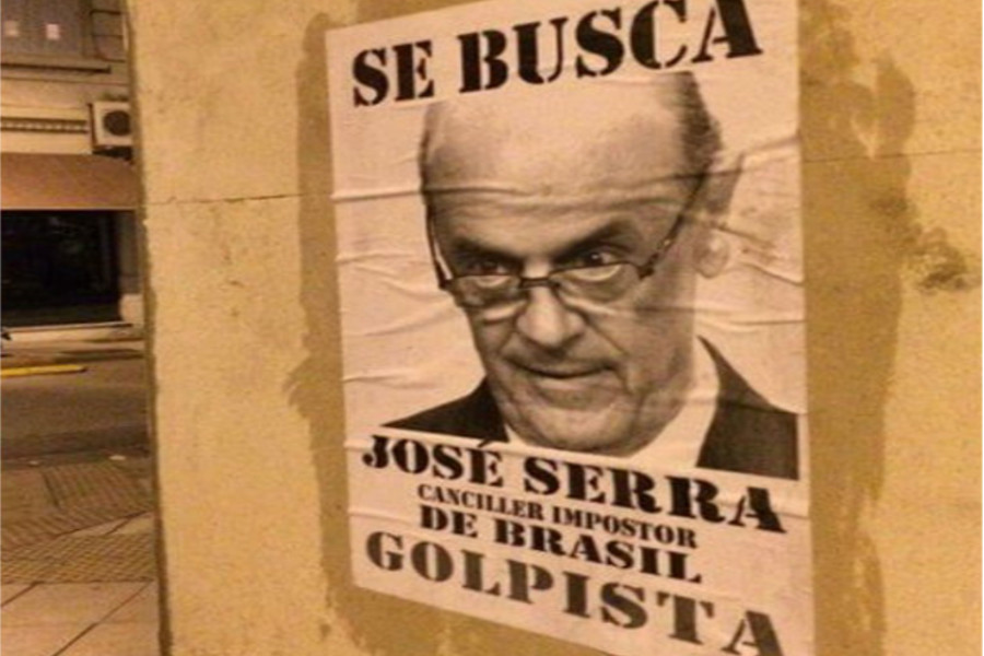 Cartaz colado em paredes em Buenos Aires, na Argentina
